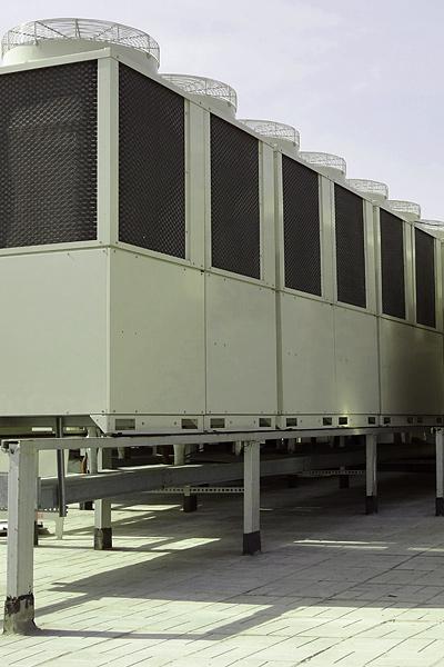 Внешние блоки VRF-системы на крыше здания