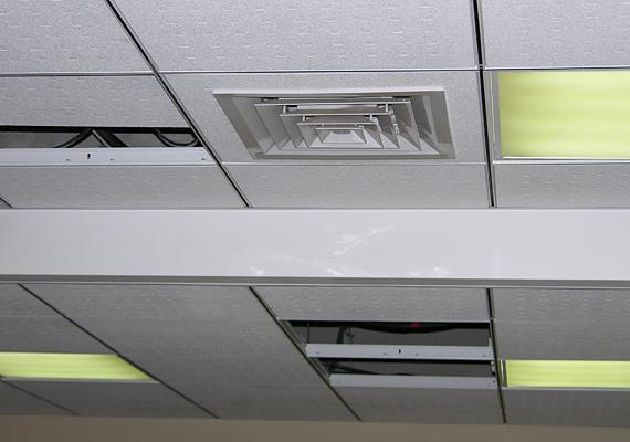 Монтаж диффузора подачи воздуха в помещение