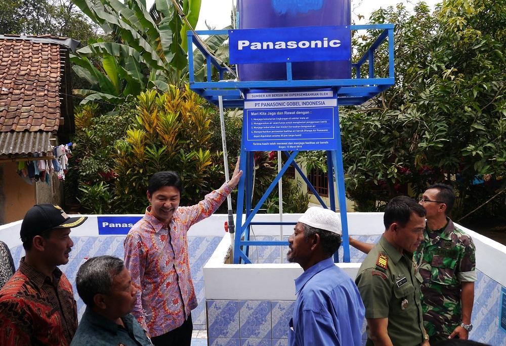 13 марта компания  Panasonic Gobel Indonesia (PGI) провела церемонию пожертвования своих водяных насосов и энергоэффективных лампочек в Ciseeng